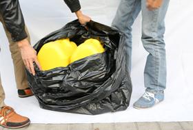 垃圾袋有如此承重力,所有人惊呆了!
