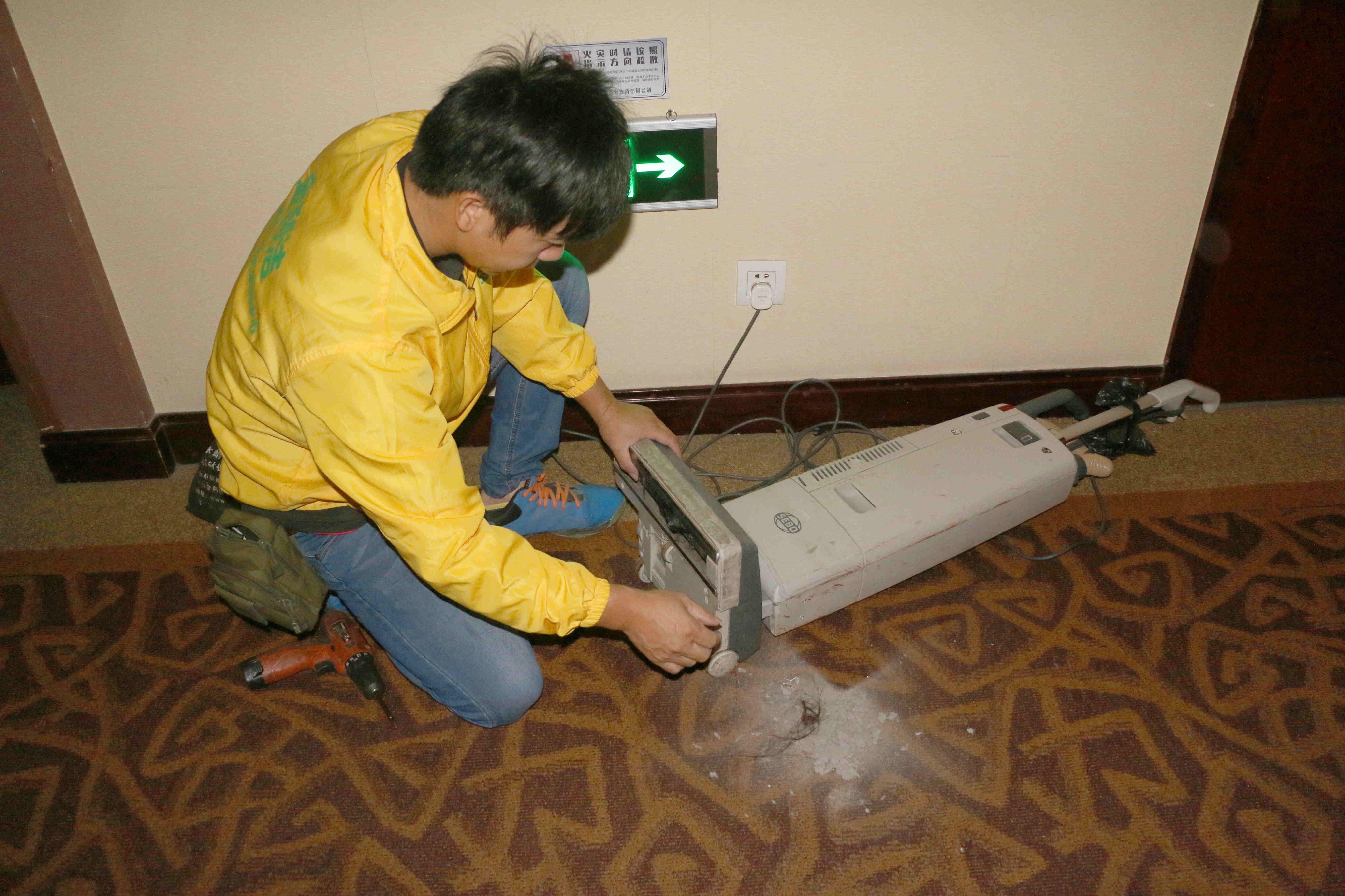 中山**酒店订购地毯抽洗机案例