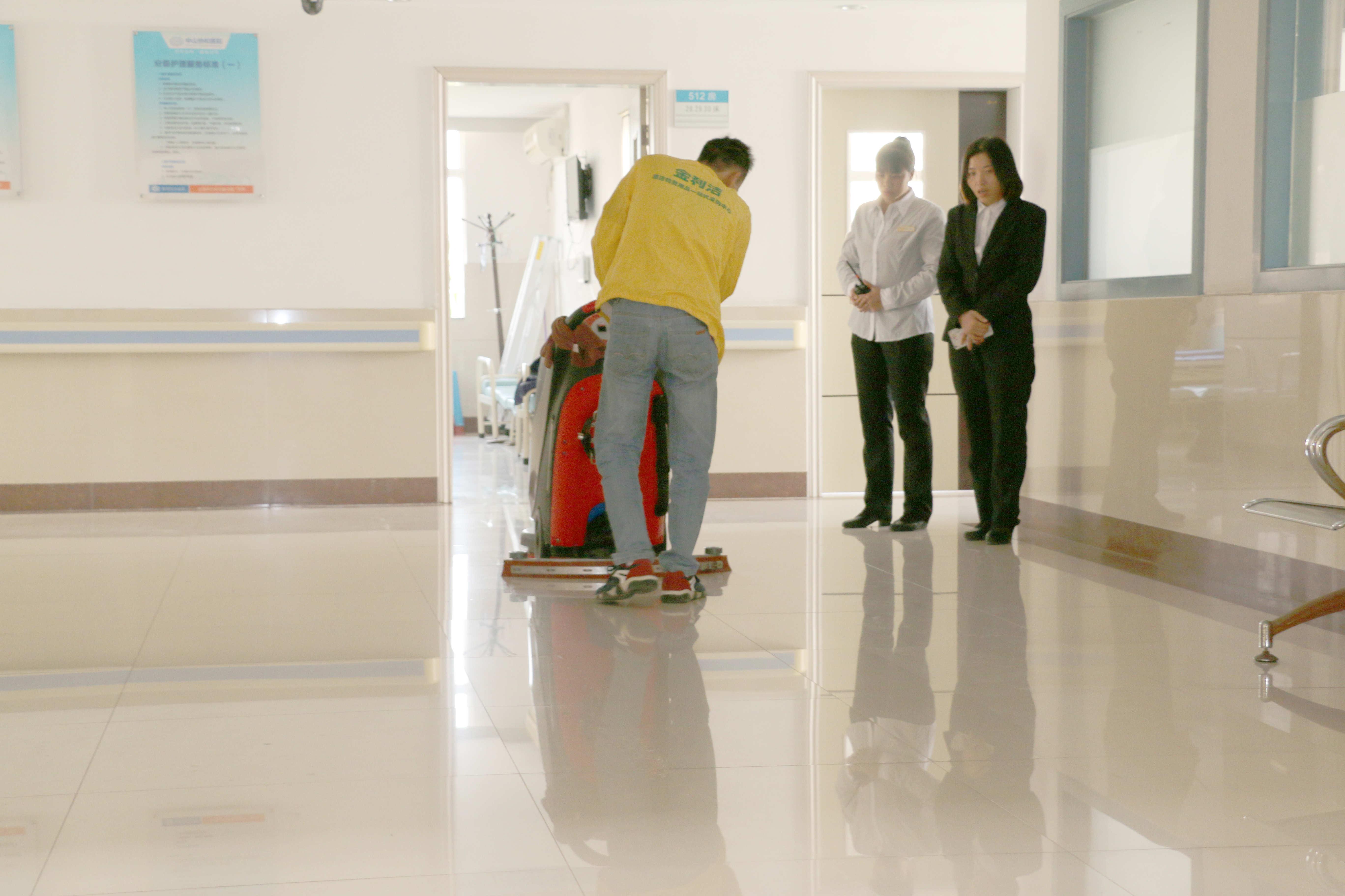 中山**医院购买全自动洗地机案例