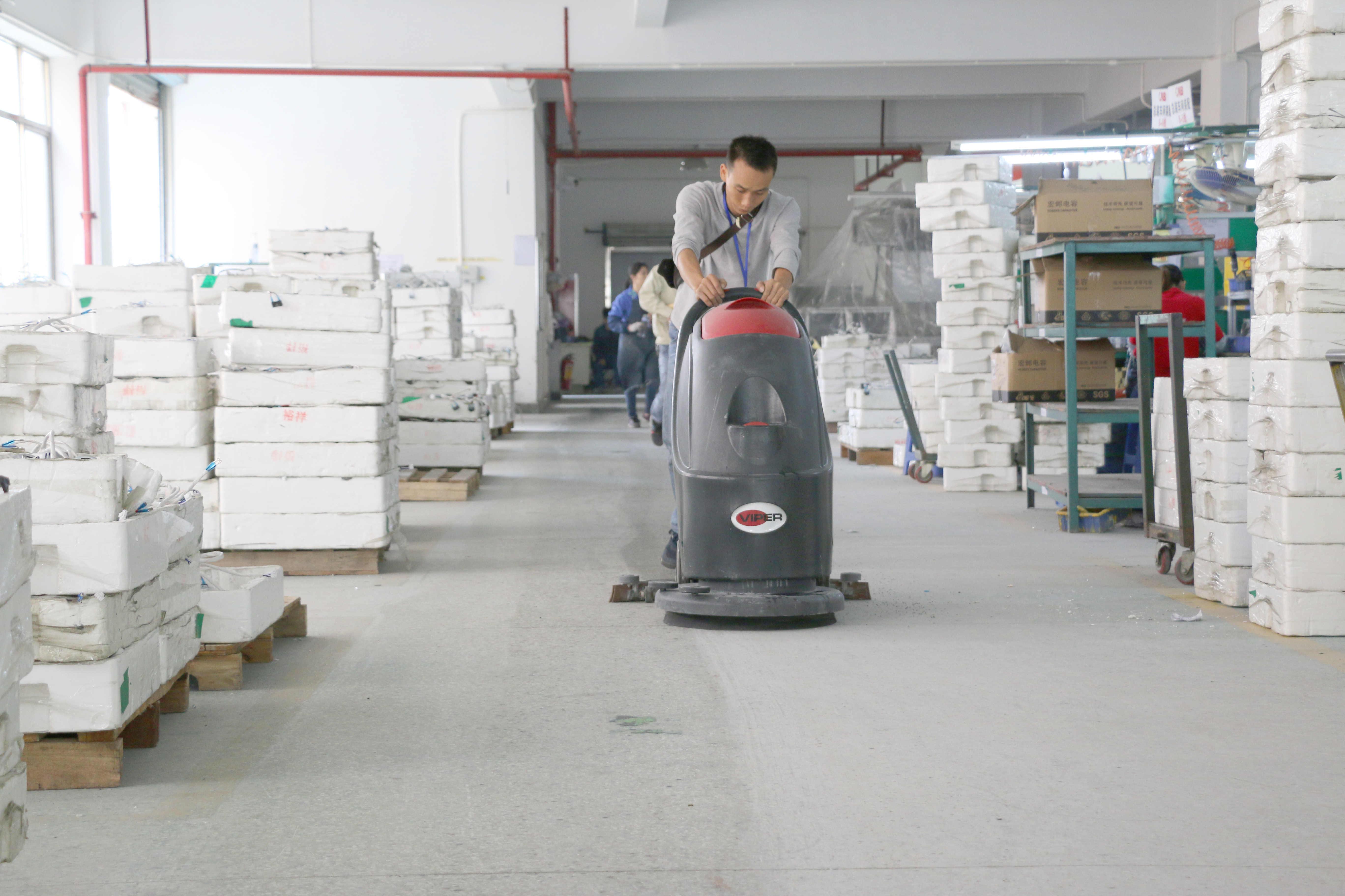 广东**环保科技公司订购全自动洗地机案例
