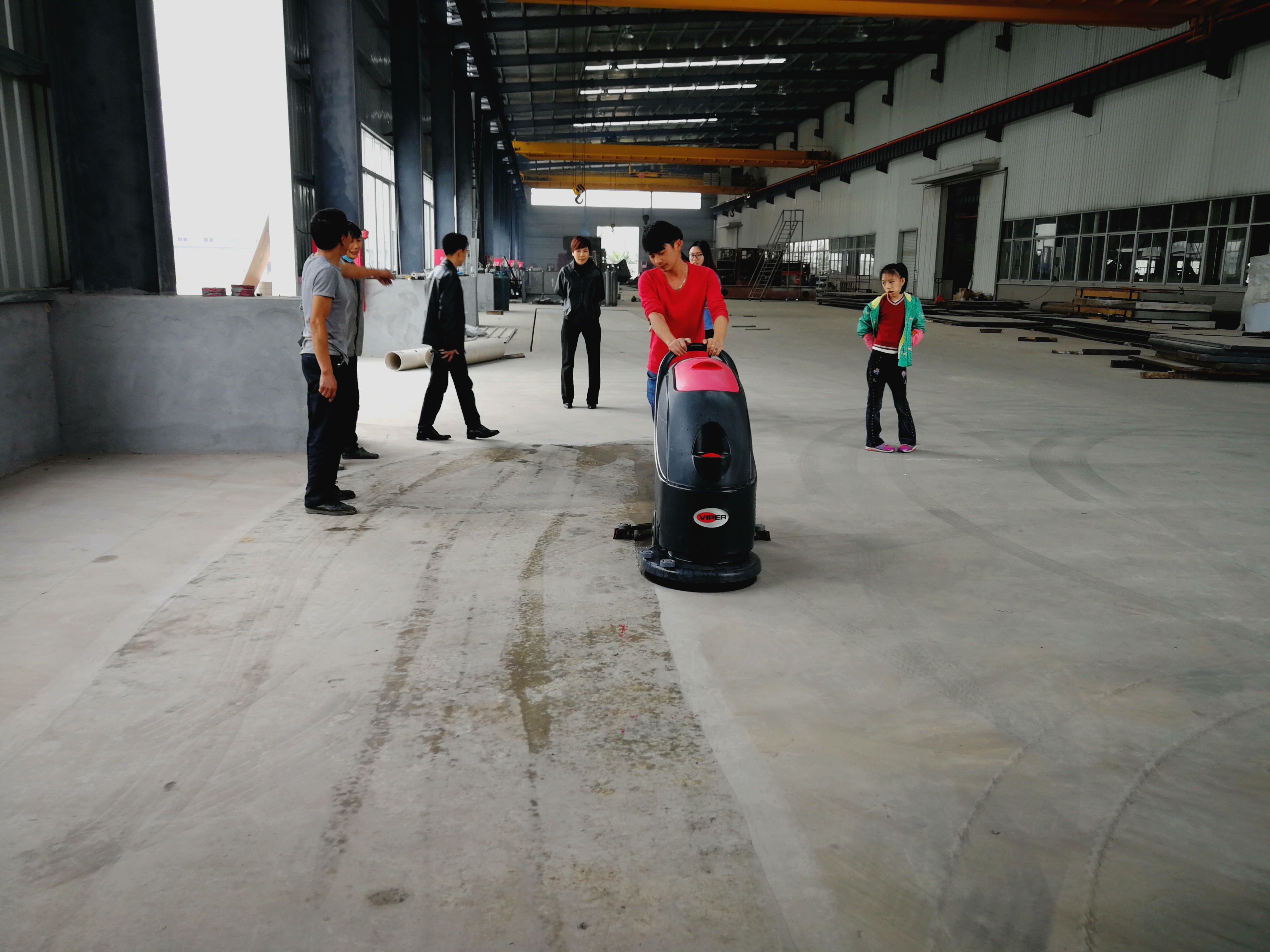中山市**五金有限公司订购手推式洗地机案例