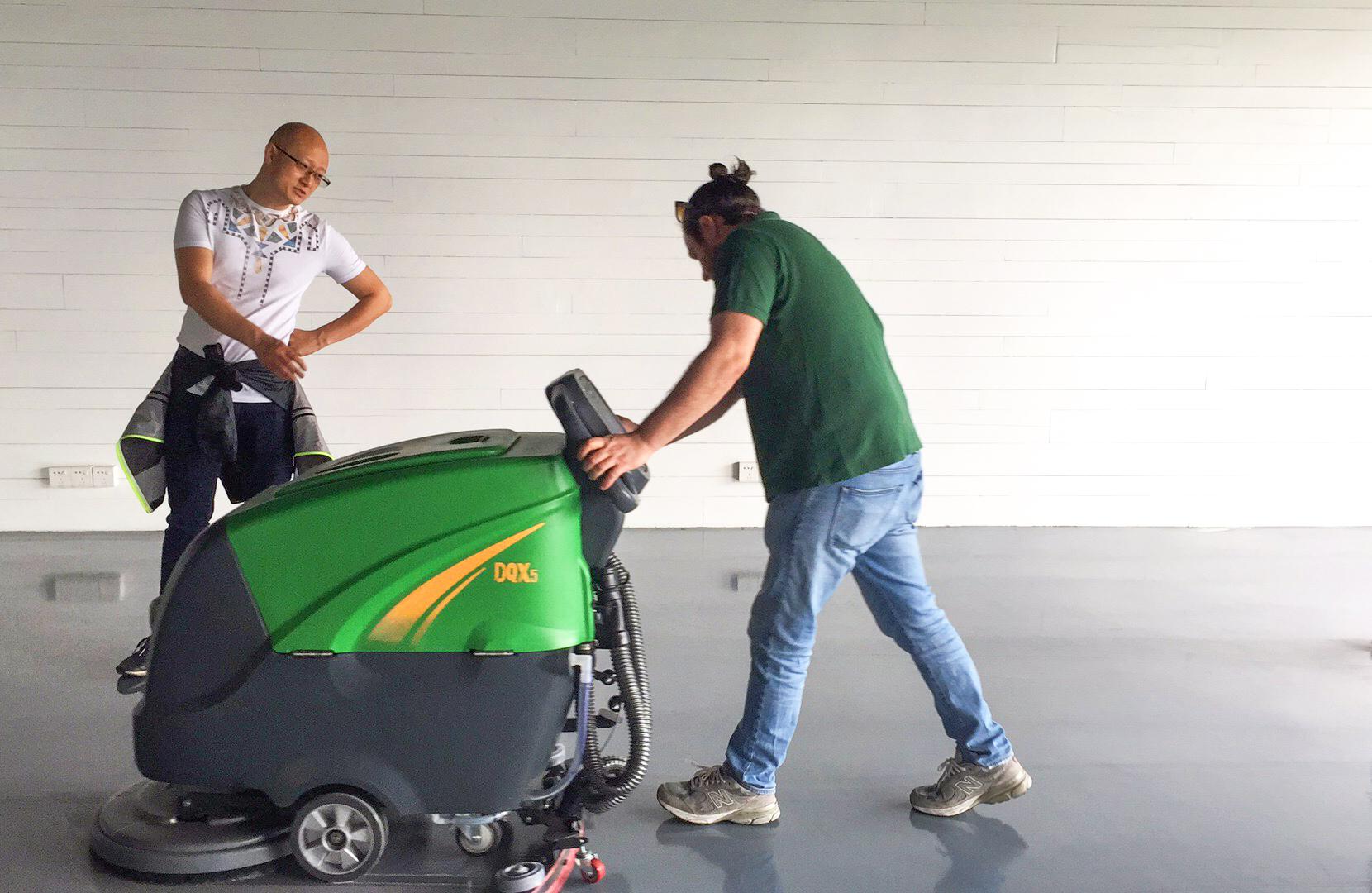 佛山市***洗水公司订购玛尔西DQX5W全自动洗地机案例