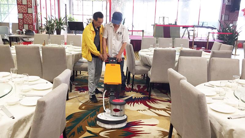 佛山***酒店订购威霸多功能偏心地毯清洗机案例