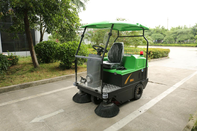 金利洁驾驶式扫地机的使用和维护