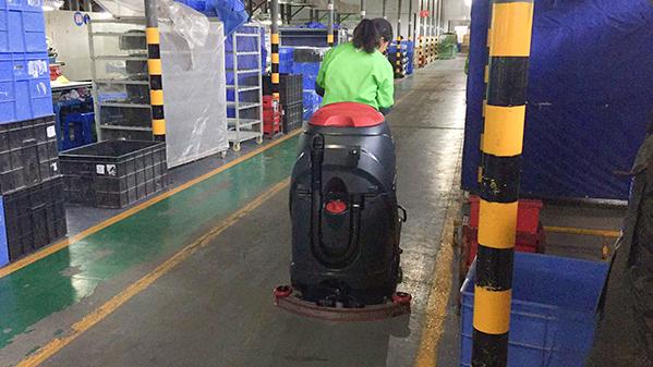 金利洁推荐威霸牌驾驶式洗地机获得某电器厂肯定