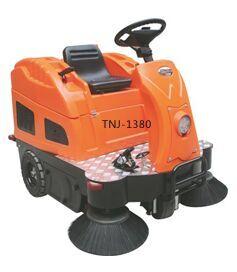 驾驶式中型扫地车